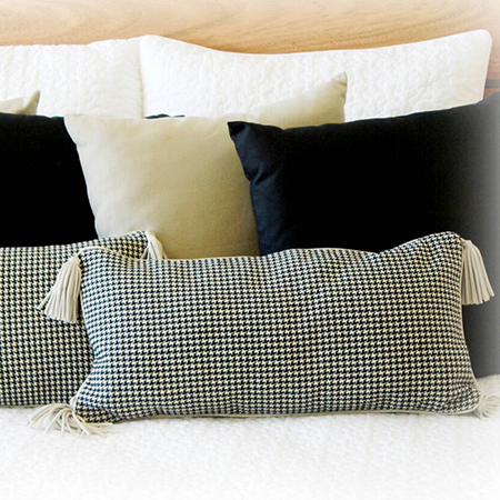Handcraft 100% cotton decorative pillow with a pattern houndstooth