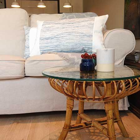 coussin décoratif cuir blanc modèle source
